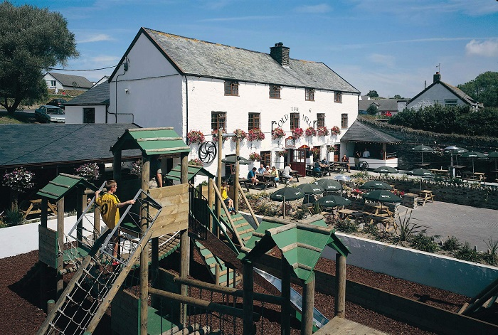 child-friendly-pubs-devon-the-old-mill-woolacombe