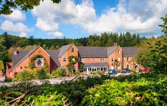 Fox & Hounds Country Hotel